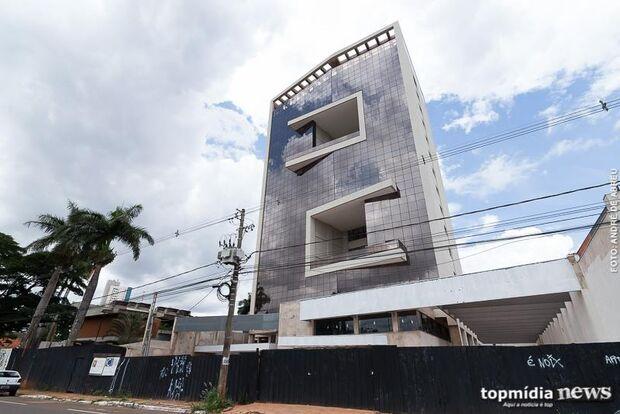 Após atrasos, empresa paralisa obra de edifício de luxo na Afonso Pena