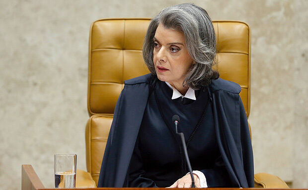 Cármen Lúcia diz que sentenças que dão acesso a remédios são parte da democracia