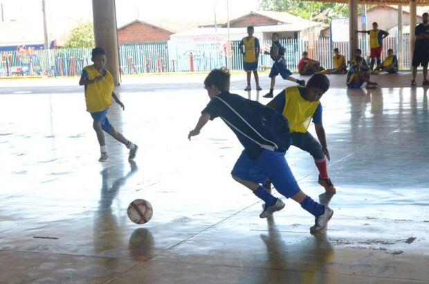 Festival de futsal anima jovens nos parques Jacques da Luz e Tarsila do Amaral