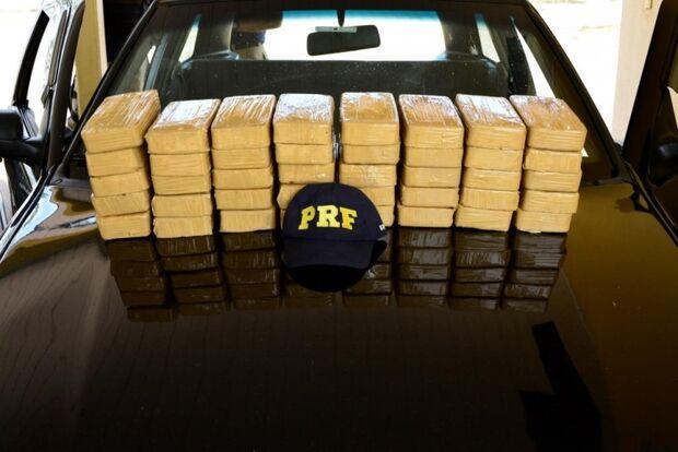 Casal é flagrado com 40 tabletes de pasta base de cocaína na BR-267