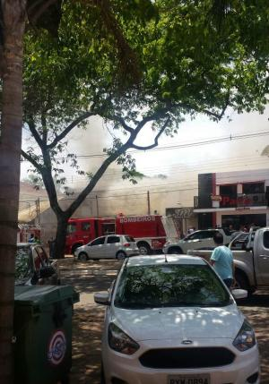 Restaurante pega fogo no centro de Ponta Porã