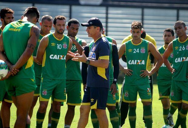 Sem gordura e pressionado, Vasco se reinventa contra o Bragantino