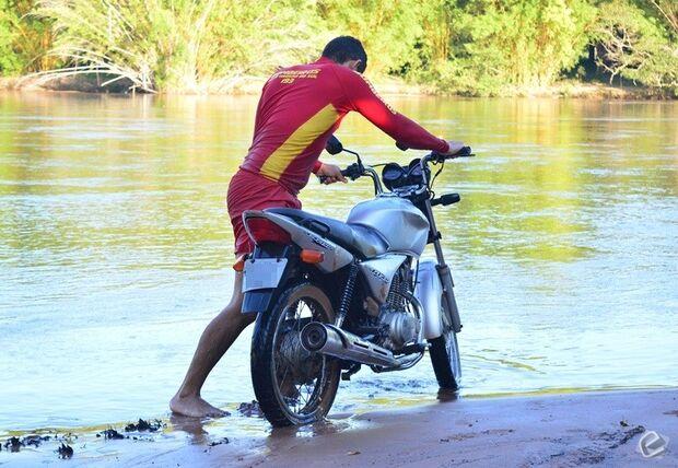 Após colisão e perseguição, motociclista cai no rio Taquari