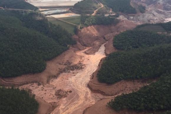 Temer discute reparação da tragédia de Mariana com governos e mineradora