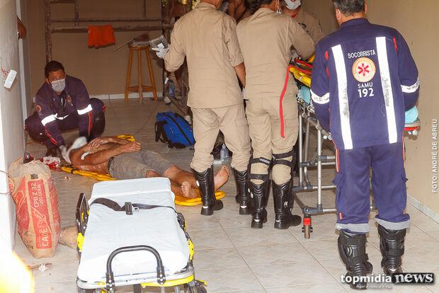 Homem fere gravemente a cabeça após cair de altura de 5m durante reparo em andaime