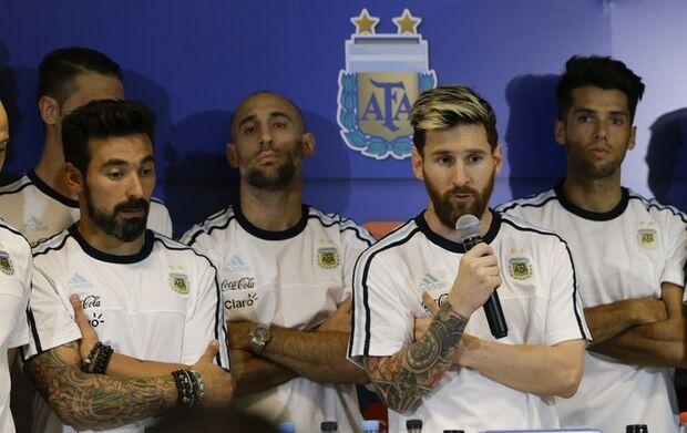 Messi anuncia que seleção argentina não falará mais com a imprensa