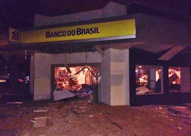Homens armados explodem agência bancária em Pedro Gomes