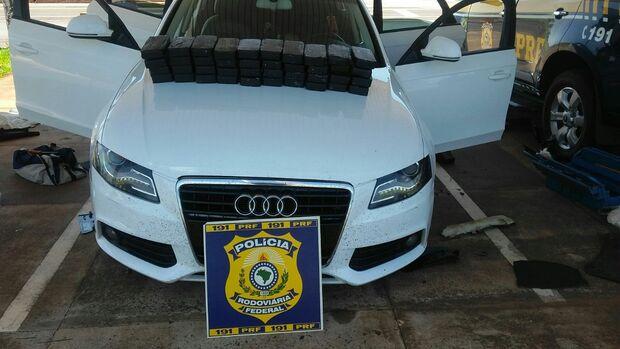Homem é preso após ser flagrado com 40 quilos de cocaína e R$ 17 mil em dinheiro na BR-163