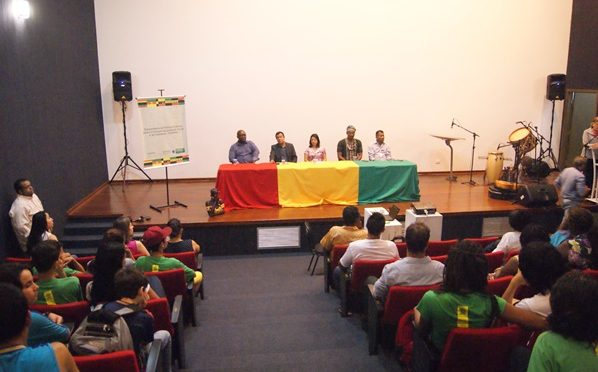 Seminário 'Negro do século XXI' faz resgate histórico abordando o racismo e a luta pelos direitos