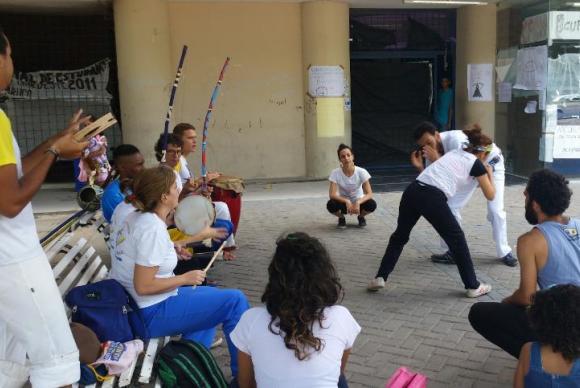 No Recife, estudantes mantêm ocupação em universidade federal durante Enem