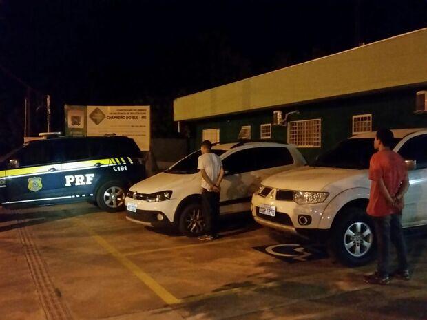 Carro e caminhonete roubados em Goiás são recuperados pela PRF na BR-060