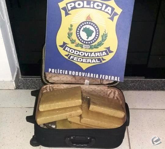 PRF apreende adolescente transportando 9 tabletes de maconha em mala