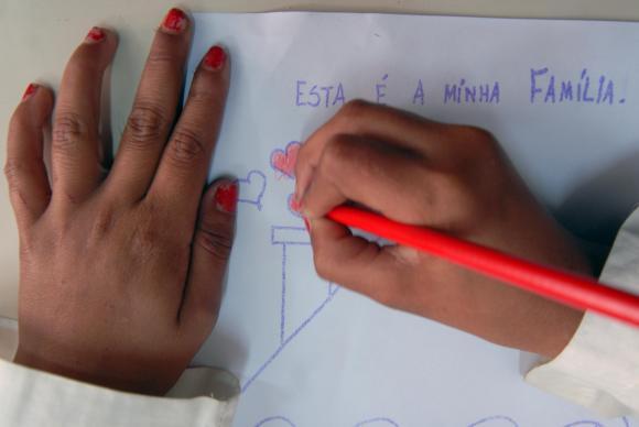 IBGE: educação dos pais é determinante na formação e no rendimento dos filhos