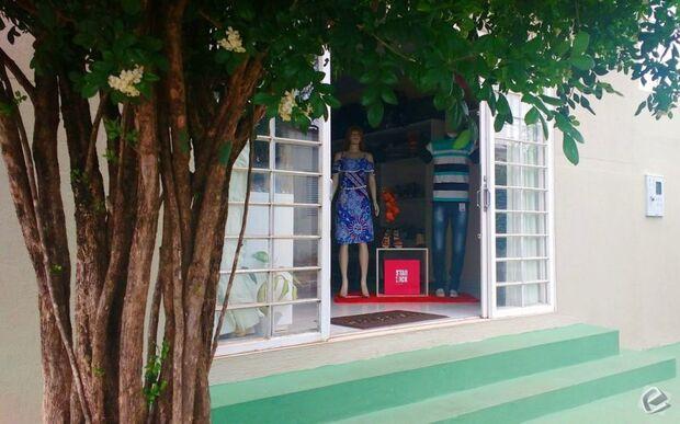 Ladrões se passam por clientes e roubam loja em Coxim