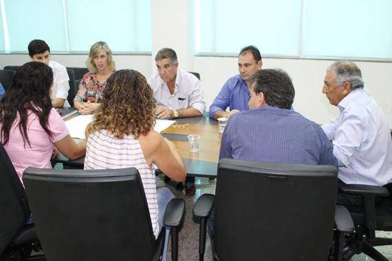 Prefeito de Maracaju discute Plano Municipal de Saneamento Básico com a Sanesul