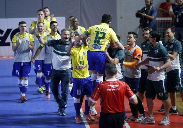 Nova geração vai bem, Falcão marca, e Brasil bate o Uruguai em amistoso
