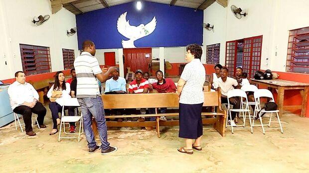 Haitianos inauguram associação na Capital para 'acolher irmãos e estreitar relações com o Brasil'