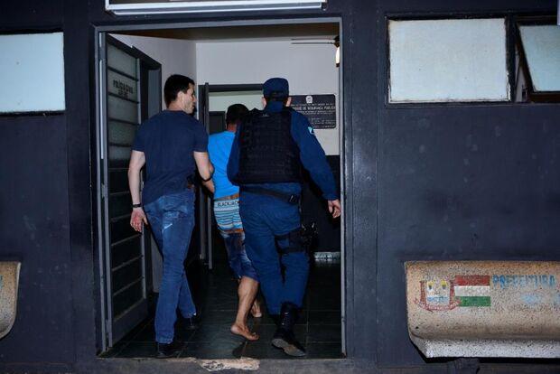 Homem espanca mulher, é linchado por moradores e ainda tenta fugir de delegacia em MS
