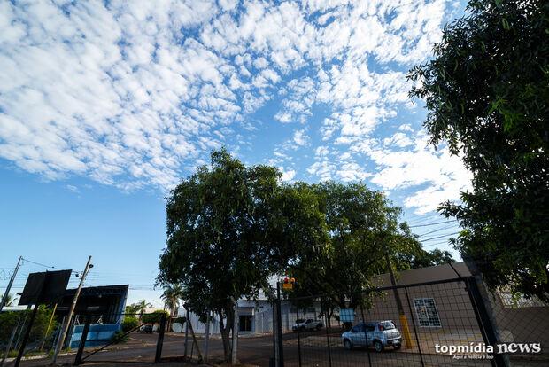 Domingo de céu parcialmente nublado e possibilidade de chuva na Capital