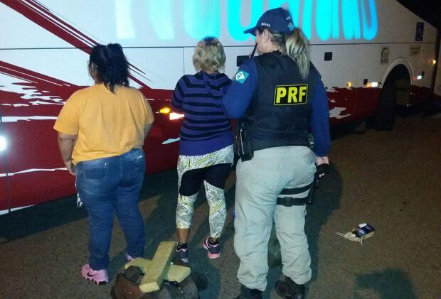 Irmãs são flagradas pela PRF com 17 quilos de maconha em ônibus na BR-262