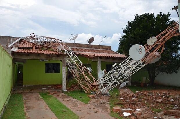 Temporal deixa mais de 300 casas destelhadas em Costa Rica