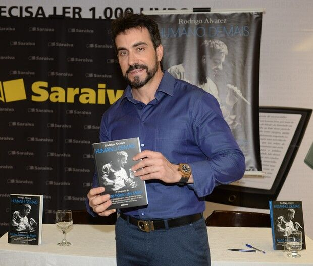 Padre Fábio de Melo lança biografia em São Paulo