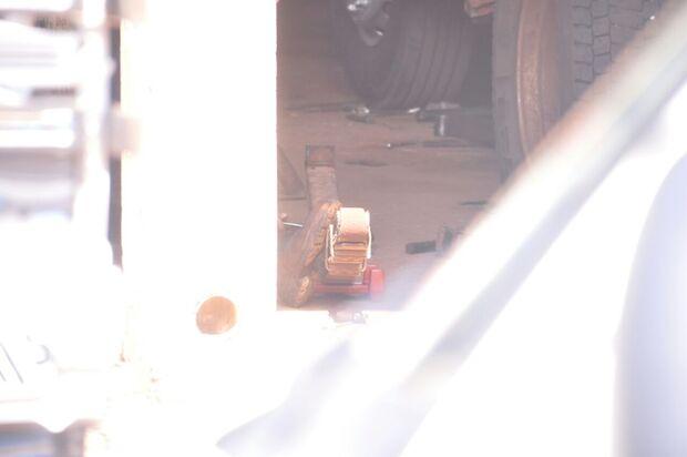 Peça de caminhão escapa e deixa mecânico em estado grave na Santa Casa