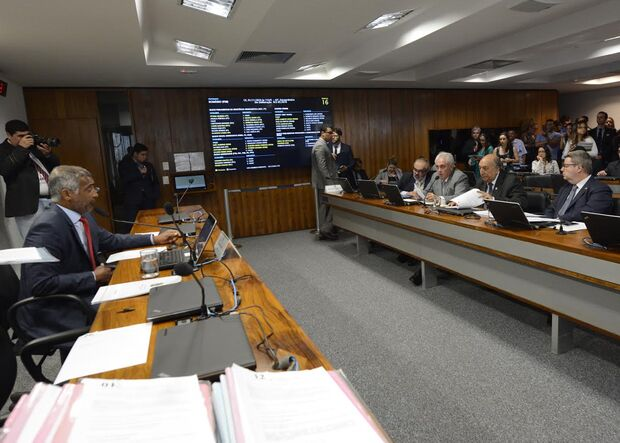 Pedro Chaves tem requerimentos aprovados na Comissão de Educação no Senado