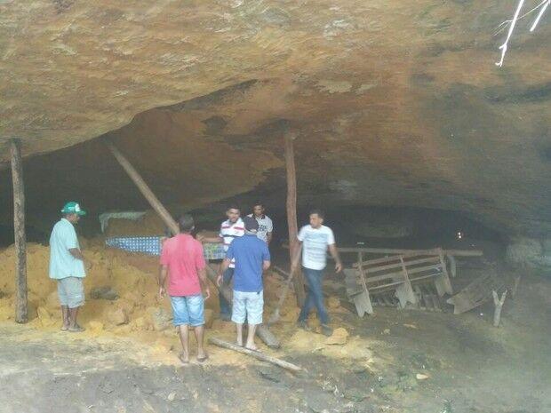 Gruta desaba e fiéis ficam soterrados durante celebração no Tocantins