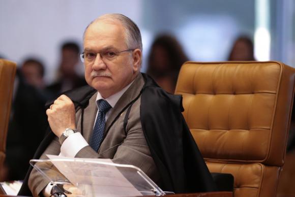 Fachin vota a favor do recebimento de denúncia contra Renan