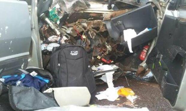 Uno bate de frente com caminhão e cinco pessoas morrem na MS-162