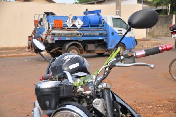 Motociclista fica ferido ao colidir em caminhão no Bairro Cidade Morena