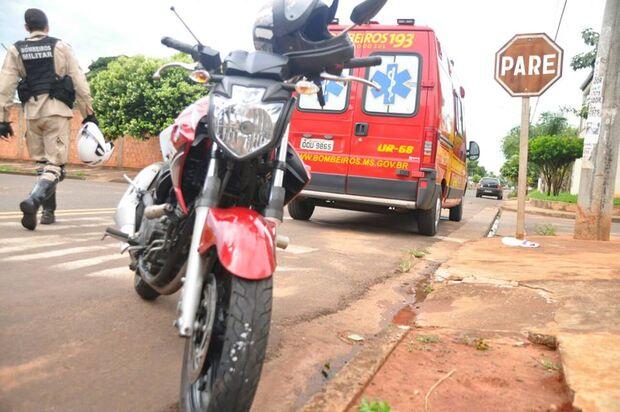 Motociclista fica ferido em colisão após motorista não respeitar sinalização