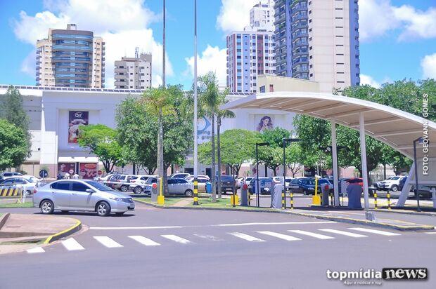 Consumidores reclamam de filas 'gigantescas' para pagar estacionamento em shopping da Capital