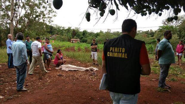 Homem é encontrado morto a facadas próximo a rodovia