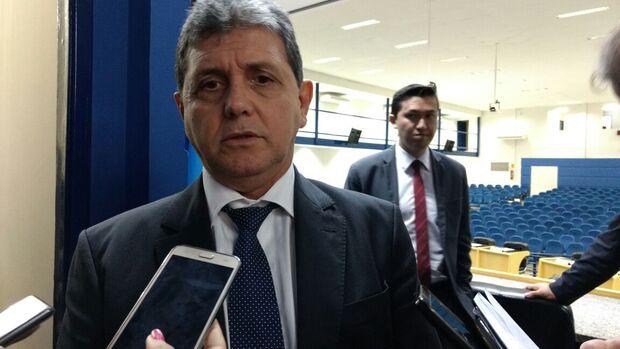João Rocha aposta no consenso, mas considera disputa pela presidência legítima