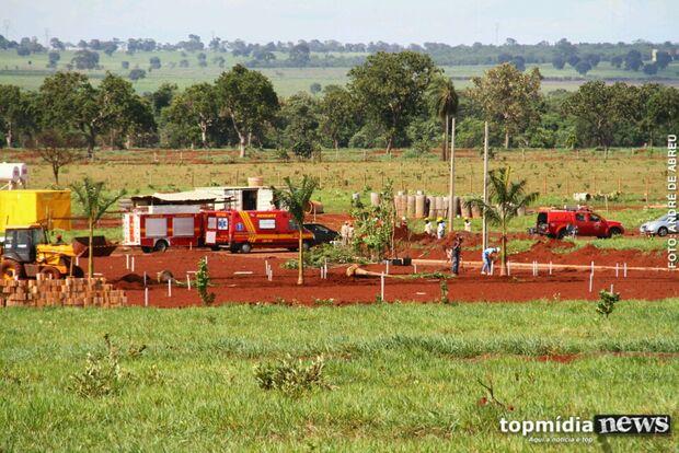 Trabalhador é soterrado após solo desmoronar na Capital