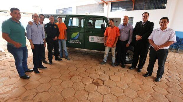 Com reforma de veículo sucateado, internos contribuem com redução de custeio