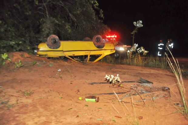 Mistério: carro é encontrado capotado cheio de bebidas alcoólicas