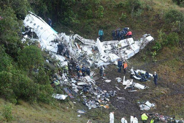 Avião da Chapecoense estava sem nenhum combustível ao cair, diz autoridade colombiana