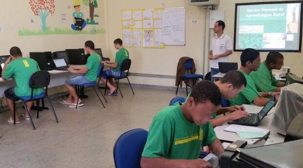 Mais de 400 adolescentes em conflito com a lei participam de cursos de qualificação profissional