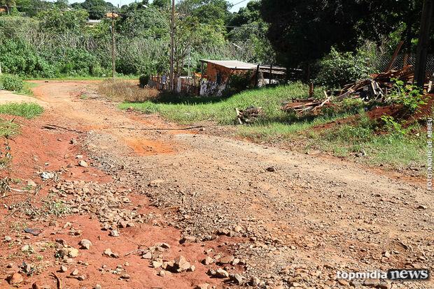Moradores do Parque dos Laranjais reclamam de 'fazenda' dentro da cidade