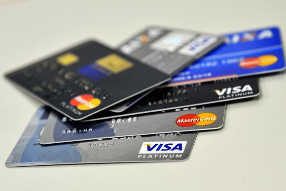 Juros do rotativo do cartão de crédito chegam ao recorde de 482,1% ao ano