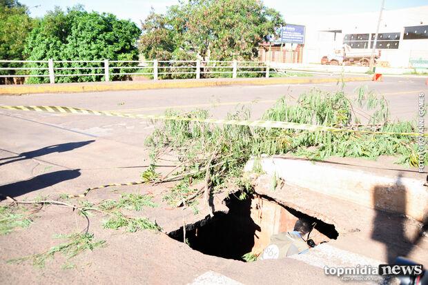 Ponte que corre risco de desabar é interdidata na Capital