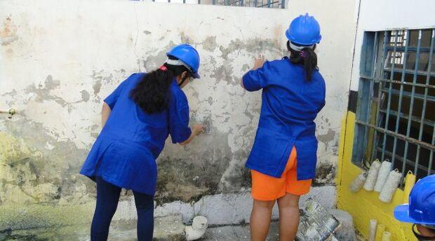 Detentas de Corumbá são profissionalizadas na área de pintura predial