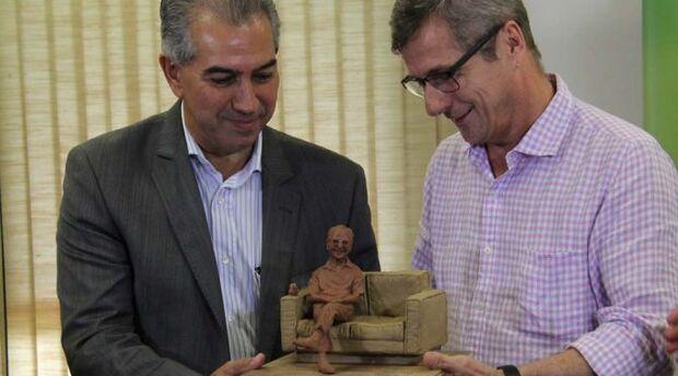 Estátua em tamanho real de Manoel de Barros será instalada na Afonso Pena em março, prevê Reinaldo