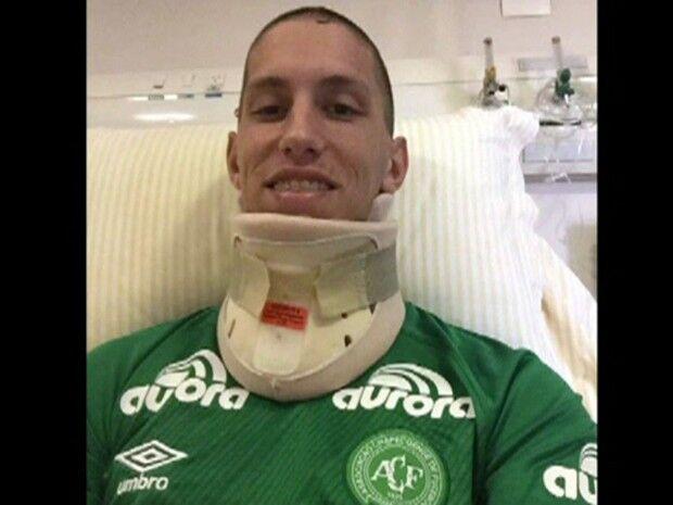 Goleiro Follmann chega a Chapecó e continua tratamento em hospital