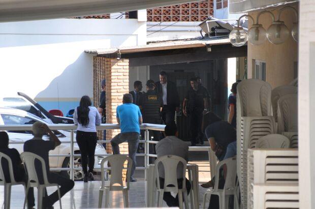 Ex-coordenador do Gaeco, Marcos Alex acompanha apreensão de documentos na Seleta