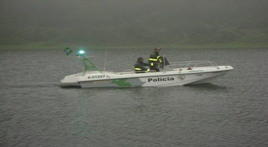Lancha da PMA de SP com três militares afunda no Rio Paraná