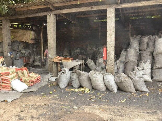 Empresa de carvão é interditada após vizinhos denunciarem dificuldades respiratórias